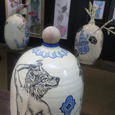 Balise Fès, céramique, et dessins des Contes Sauvages